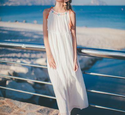 Vestido largo blanco con flores